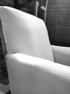 fauteuil-club-en-cours-mise-en-blanc-atmolybom-artisanat