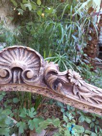 détail coquille fleurette typique du style louis XV