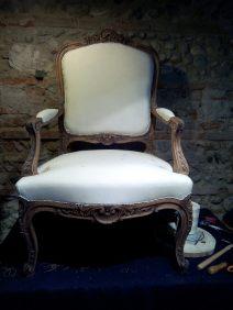 mise en blanc du fauteuil avant le tissu