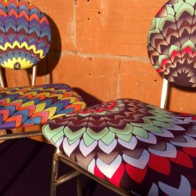 chaises style écoliers en wax