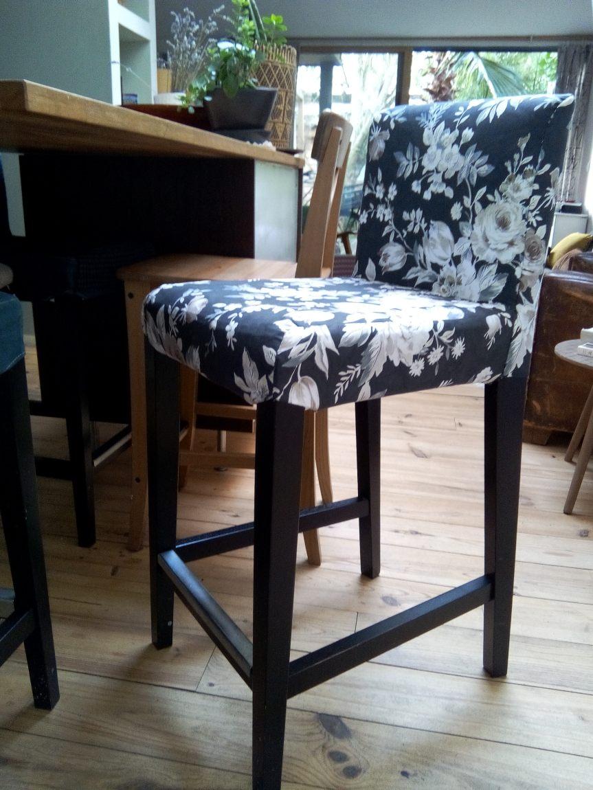 chaise-haute-housse-refaite-avec-un-tissu-d-ameublement-floral-realisation-atmolybom